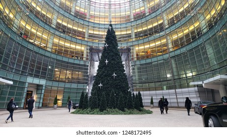 New York, NY - 12.03.2018 : Christmas tree and security outside of 151 East 58th Street, One Beacon Court - Bloomberg Building