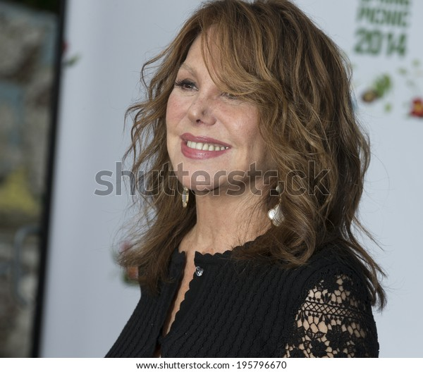 NEW YORK, NY - MAY 29, 2014: Marlo Thomas attends 13th annual spring picnic for New York Restoration Project fundraising at General Grant National Memorial Riverside Park