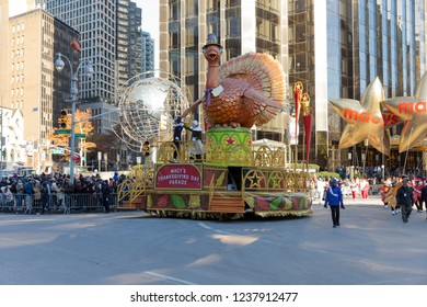 New York, NY - November 22, 2018: Atmosphere during 92nd Annual Macy's Thanksgiving Day Parade on the streets of Manhattan in frigid weather