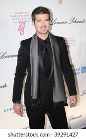 NEW YORK, NY - OCTOBER 20: Robin Thicke attends the 2009 Angel Ball on October 20, 2009 in New York City.