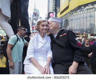 New York, NY USA - August 14, 2015:  WWII veterans Ray & Ellie Williams celebrate 70th wedding anniversary at Alfred Eisenstaedt photograph in Times Square celebrating 70 years of end WWII