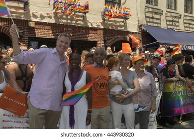 New York, NY USA - June 26, 2016: Chirlane McCray, Bill de Blasio, Al Sharpton, Cynthia Nixon pose at Stonewall Inn during 46th annual Pride parade in New York city