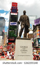 New York, NY, USA May 11, 2009 Songwriter George M Cohan, composer of Give my Regards to Broadway, is honored with a statue in New York's Times Square