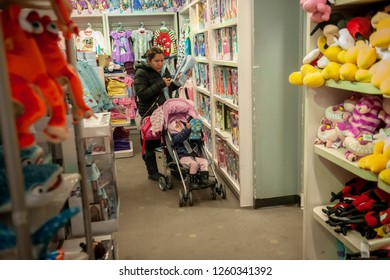 New York, NY/USA November 22, 2018 Hordes of shoppers descend on the JCPenney store in New York on Thanksgiving Day.