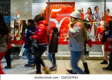 258e86d702 Crowded Mall Christmas Stock Photos