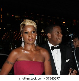 NEW YORK - SEPTEMBER 22: Singer Mary J. Blige (R) and husband Kendu Isaacs (L) arrive at the New Yorkers For Children 10th Annual Fall Gala at Cipriani 42 on September 22, 2009 in New York.