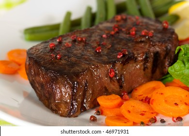 New York Steak- meat on Green Beans,Carrot,Pepper and green salad over plate