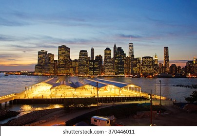 New York,  Usa, 16/09/2014: the iconic skyline seen at sunset from the Brooklyn Heights Promenade, famous one-third of a mile long viewpoint offering breathtaking views of Manhattan and the East river