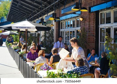 NEW YORK, USA. 28 OCTOBER 2017. Outdoor Dining at the Standard High Line Hotel