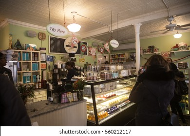 """New York, USA. Dec 28, 2016: Magnolia Bakery according to sitcom""""Sex in the city"""", Carrie Bradshaw liked so much"""