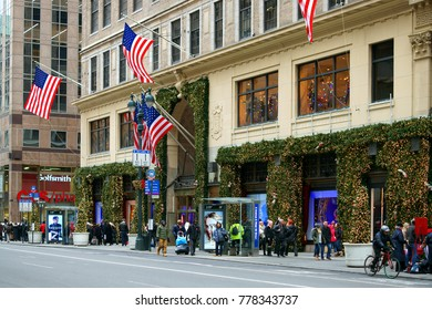NEW YORK, USA - DEC 8, 2017: Fifth Avenue & West 39th Street in Manhattan. Lord & Taylor Building in Christmas