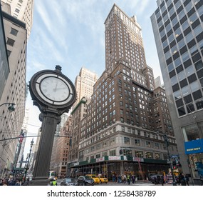 New York, USA, December 21, 2015. A street Clock on fifth Avenue, higlighting the busy street traffic of central manhatten in this wide-angle shot.