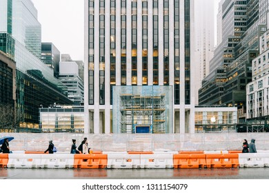 NEW YORK, USA - DECEMBER 22 2018 : Apple store on Fifth Avenue of works or reforms