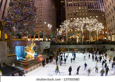 NEW YORK, USA - JANUARY 2: skate on January 2, 2008 in New York: tourists and skaters in the famous Rockefeller Center during the Christmas holidays.
