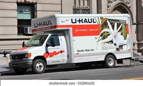 U Haul Moving Truck >> Uhaul Moving Truck Images Stock Photos Vectors Shutterstock