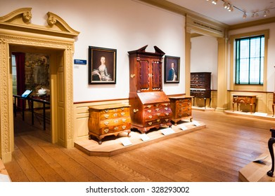 NEW YORK, USA - SEP 25, 2015: Picture gallery in the Metropolitan Museum of Art (the Met), the largest art museum in the United States of America
