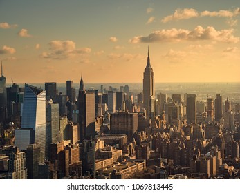 New York, USA UU., December 25, 2017. Aerial view of Manhattan skyscrapers from a helicopter