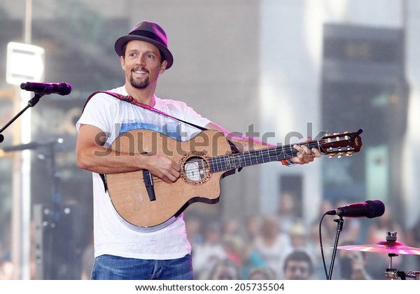NEW YORK-JUL 18: Recording artist Jason Mraz performs in concert at NBC's 'Today Show' at Rockefeller Plaza on July 18, 2014 in New York City.