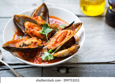 New zealand Mussels in Tomato and herbs sauce