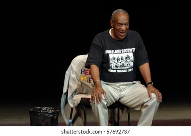 NEWARK, NJ - MAY 20: Comedian Bill Cosby performs on stage at New Jersey Performing Art Center on May 20, 2006 in Newark, NJ.