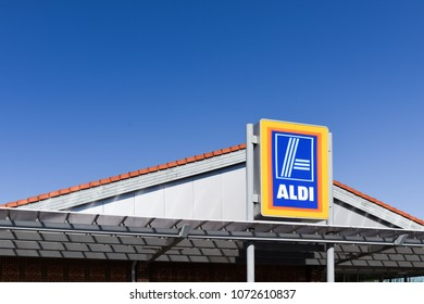 Newark-On-Trent,UK.April 05th 2018. Aldi supermarket prepare for Spring sales with gardening products on display.