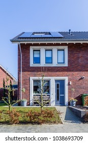 Newly build homes in the Nethelrands with solar panels attached on the roof