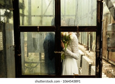 newlyweds kissing in the conservatory