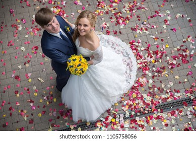 newlyweds sprinkle with rose petals