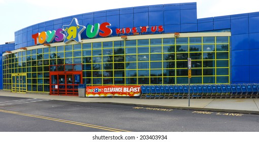 NEWPORT NEWS, VIRGINIA - JULY 3, 2014: A Toys R Us store entrance in Virginia, Having over 875 Toys R Us stores in the United States and more than 625 stores in other 35 countries.