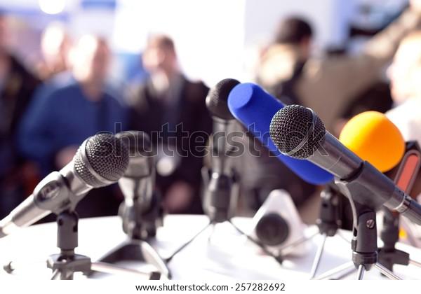 Nachrichtenkonferenz