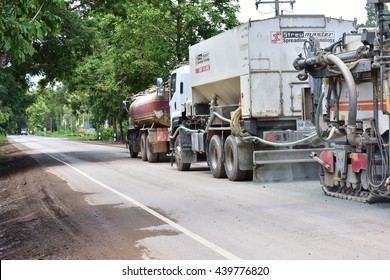 News Tao Ngoi, Sakon Nakhon, Thailand June 20, 2016. Road construction. Roads are being built The large car Asphalt. Ban Dong Luang area in front of the hospital.