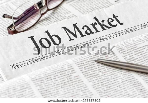 Eine Zeitung mit dem Schlagzeilen-Jobmarkt