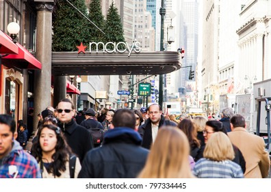 New-York, USA - NOV 20: Sidewalk packed with pedestrians by the Macy's building in Midtown Manhattan on November 20, 2012 in New-York, USA.