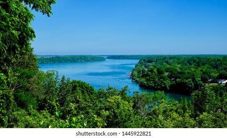 niagara river through the woodland