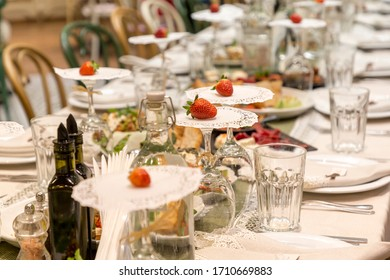 Nice decoratet table for small family celebration.
