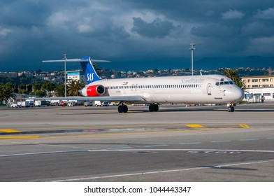 NICE / FRANCE - JANUARY 2013 SAS McDonnell Douglas MD-82, LN-RMR, cn 53365/1998 taxing to the gate.