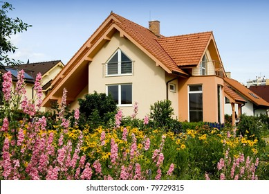 NICE HOUSE WITH THE FLOWERS