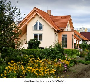NICE HOUSE WITH THE GARDEN II