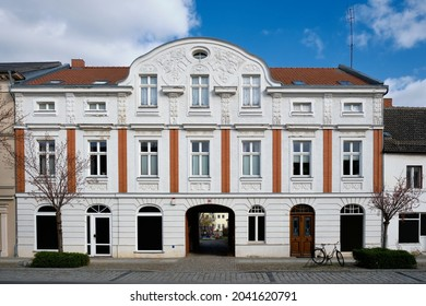 """Nicely renovated house in the old town of Angermuende. German inscription: """"An Gottes Segen ist alles gelegen"""" (""""God's blessing gained, all is obtained"""")"""