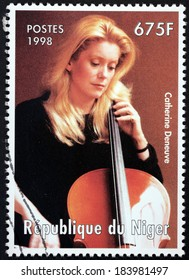 NIGER - CIRCA 1998: A stamp printed by NIGER shows image portrait of famous French actress Catherine Deneuve, circa 1998