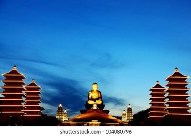 The night the Buddha temple in Kaohsiung, Taiwan