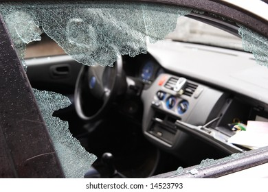 Night crime - the broken window of the car and abduction of things from a box on the forward panel