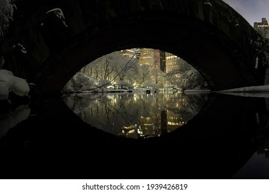 Night, Gapstow Bridge, Biggest Snowstorms (One Foot or More) at Central Park (1869 to Present) , Manhattan, New York, United States of America. 02.07.2021