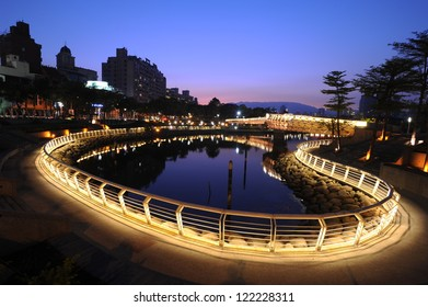Night heart-shaped lake views in Kaohsiung