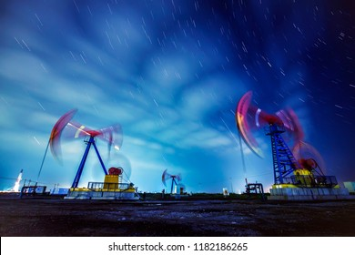 At night, the oil pump and the trajectory of stars
