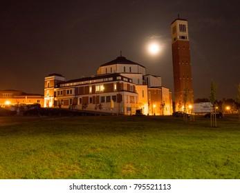 Night panorama of the Center of John Paul 2