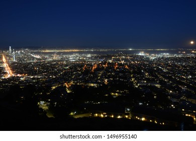Night panoramic view of San Francisco from Twin Peaks, California, USA
