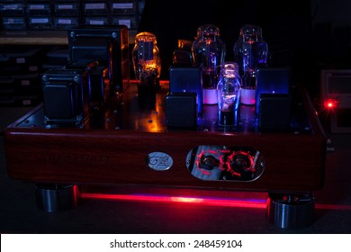 Night pictures of hi fi vacuum tubes amplifier: incandescent filament in a laboratory background