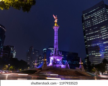 Night shot of the monument to Angel de la Indepencia in Mexico City