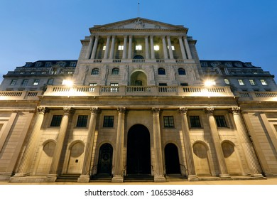 Night view of Bank of England, City of London Architectures, nobody present, blue sky